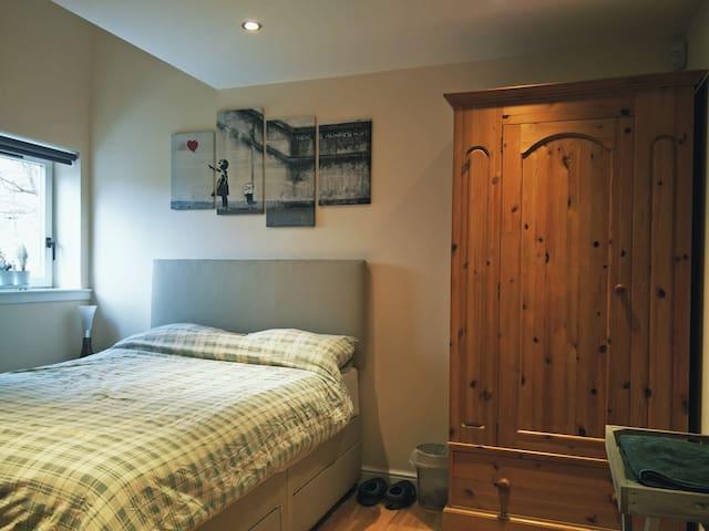 Lovely double bedroom with ensuite bathroom - Edinburgh - Wohnung