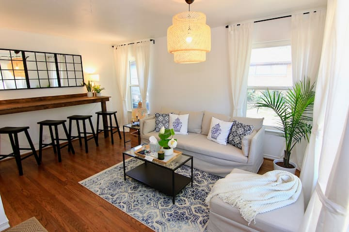TRANQUIL & STYLISH HOME in Dallas | 2BR