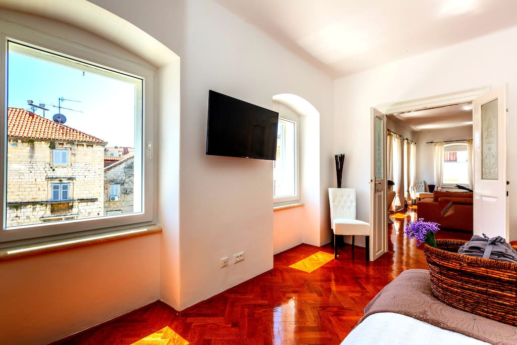 Bedroom with LCD TV and view on the Main Square Piazza