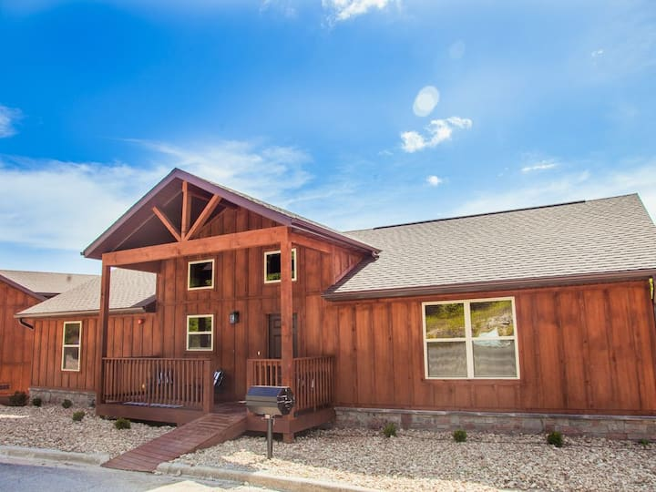 Timber Trails South-Hot Tub on your back deck!!  Close to pool, sand volleyball