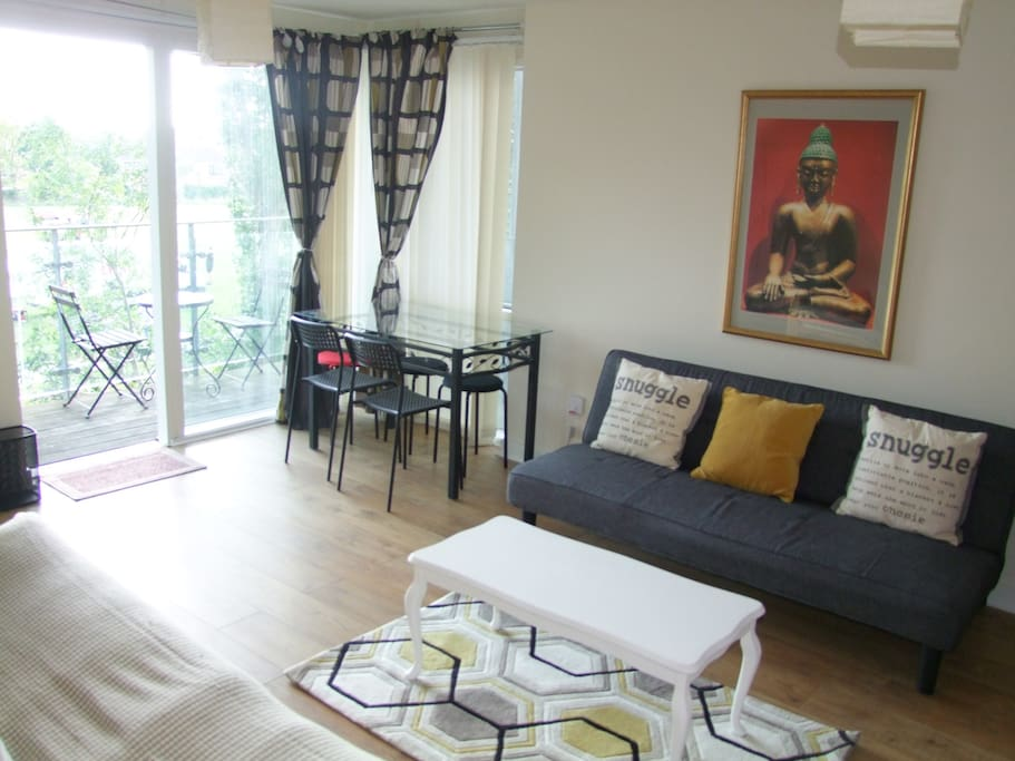 Living room with view of the balcony overlooking a small park. Perfect for relaxing & unwinding after a day out in Central London