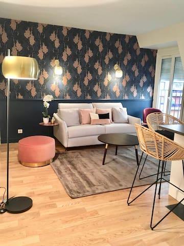 Retro chic apartment near the Eiffel Tower