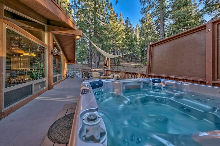 5 Bedroom/5 Bath - Hot Tub, Fire Pit, Gym, P-Table