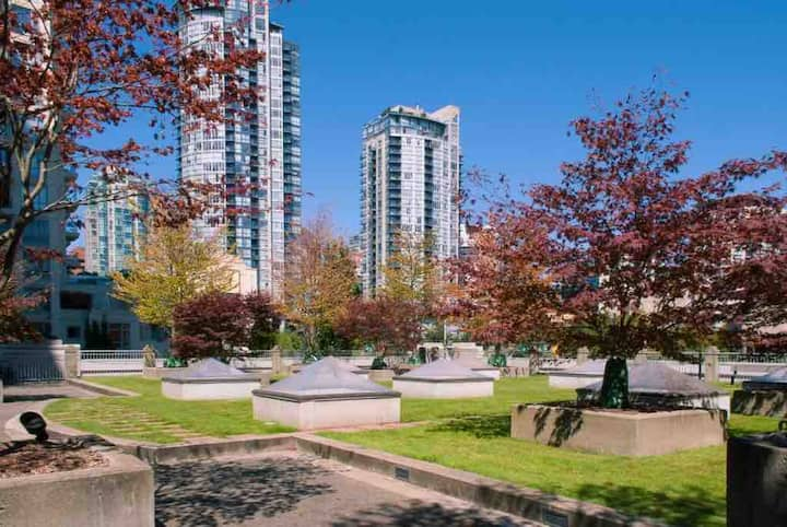 Unique downtown loft in the heart of Yaletown!
