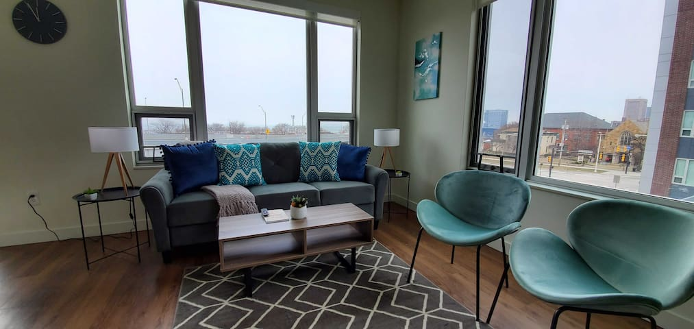 Stylish 2BR Apt in Ohio City