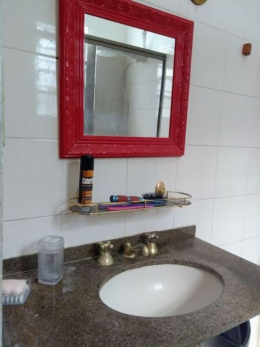 Banheiro exclusivo do quarto 3 (suite).