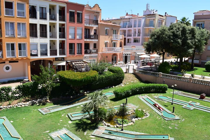Apartment near of beach with community pools-329