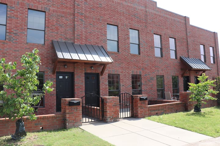 Townhome - Heart of Downtown Sapulpa and Hwy. 66