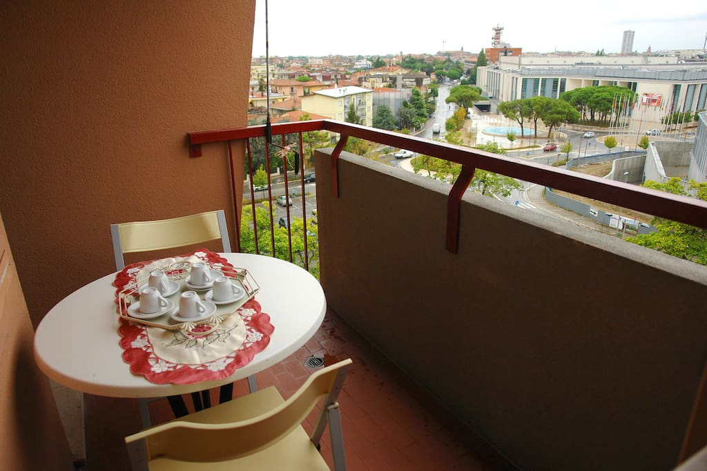 Balcone loggiato lato cucina con vista Palacongressi