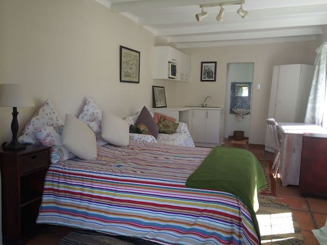 Roomy Garden Cottage Mountain View - Cape Town - Dom
