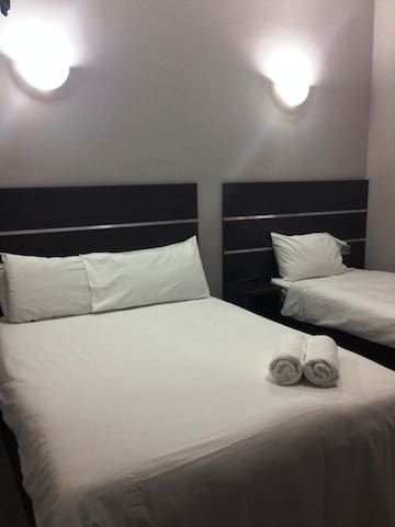 Excellent Tripple Ensuite Room in a Nice Hotel - Londra - Bed & Breakfast