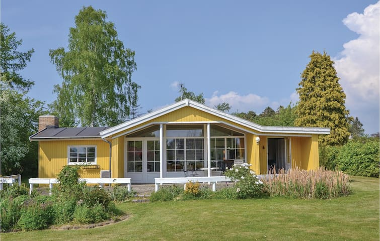 Holiday cottage with 3 bedrooms on 107 m² in Hillerød