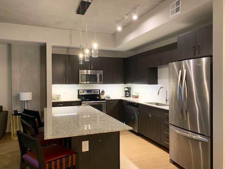 Modern 1BR apartment by W6 St. downtown ATX