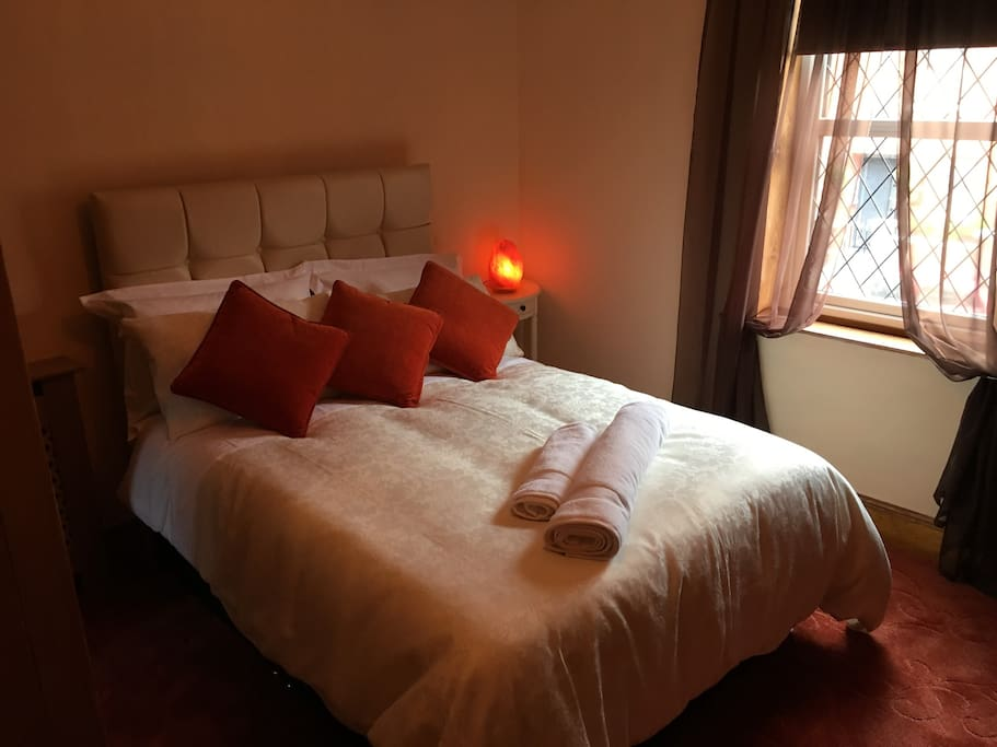 First floor double bedroom with street view of red brick terrace. New Bed. New High Quality Mattress. High Quality Linen. New Carpets.