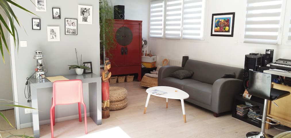 Petite maison atypique  et beaux espaces ouverts