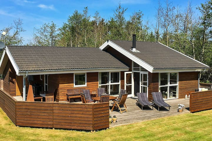 Restful Holiday Home With Private Whirlpool in Strandby