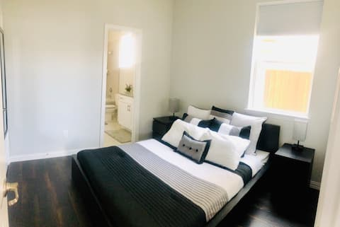 Private Room near DFW, Food, and Shopping!