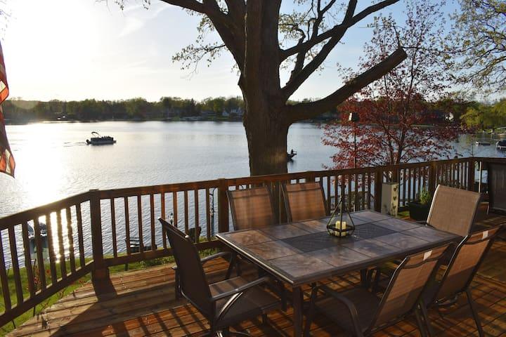Williams Lake Get-Away Lakefront Home