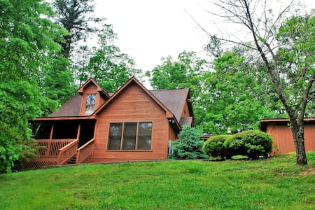 Pigeon Forge Cabin- Great Location! Hot Tub! - Pigeon Forge - Blockhütte