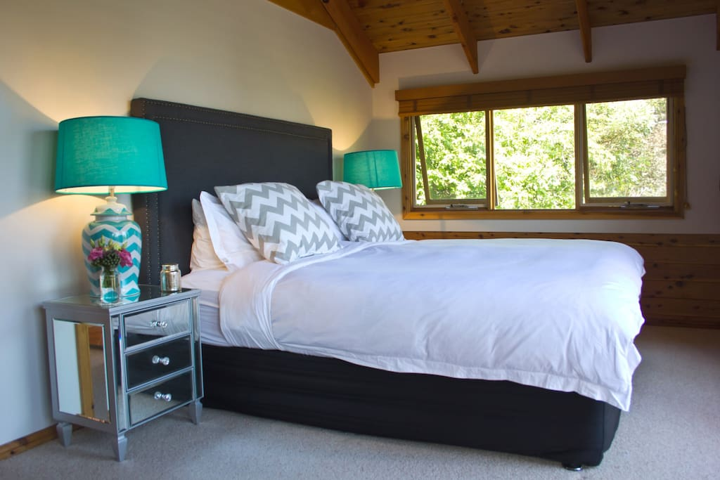 King Bedroom (with ensuite)