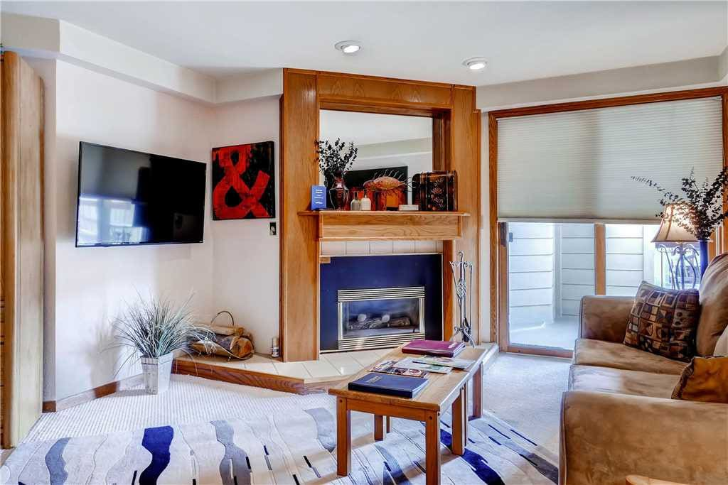 Couch,Furniture,Fireplace,Hearth,Bedroom
