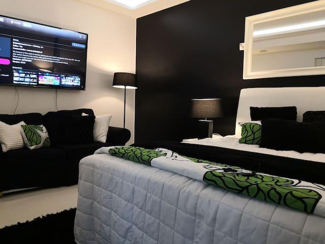 Private sauna, bedroom, dining room, bathroom, wc.