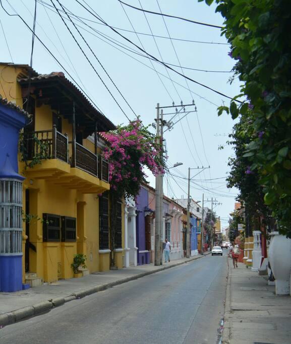 fachada y calle de ubicación