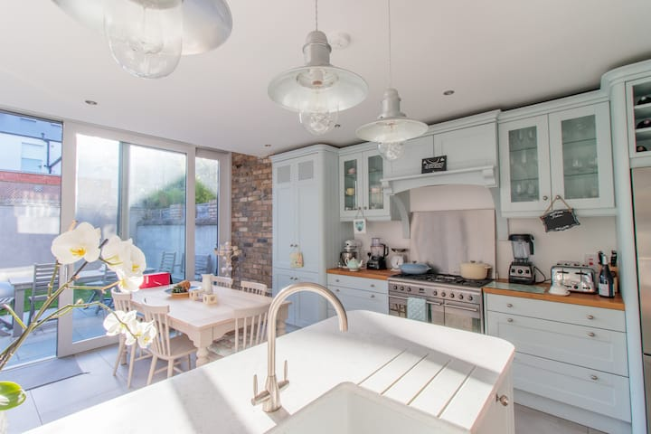 Ranelagh beautiful light-filled redbrick 4BD