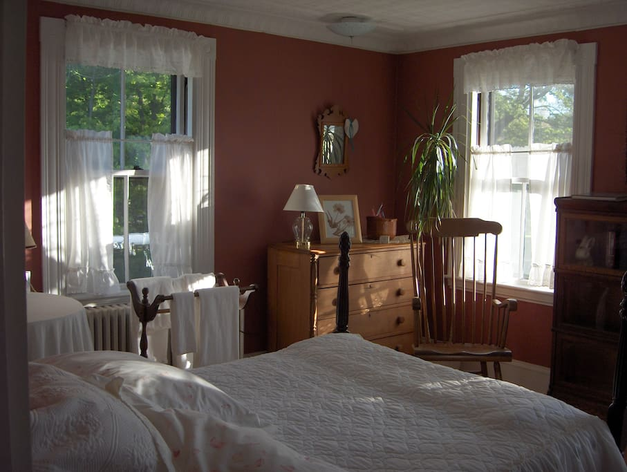 The comfortable Red room with Queen size bed