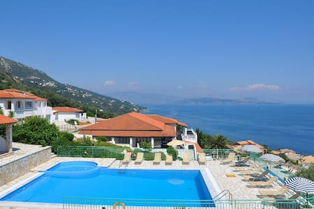 Hill on the sea with pool - Corfu - Apartemen