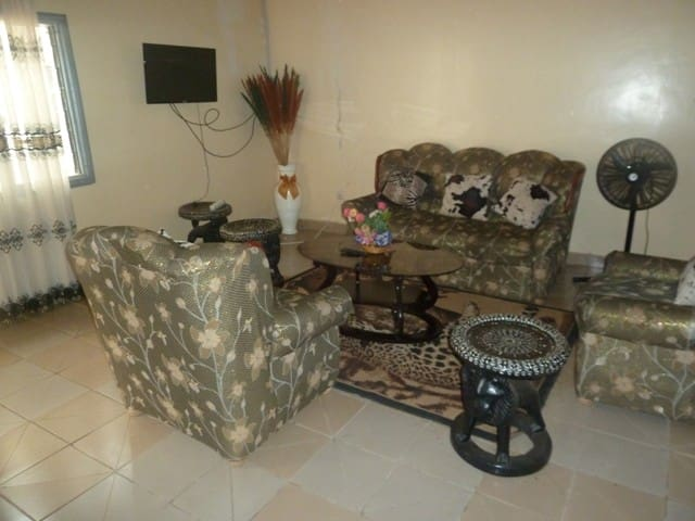 Appartement 2 chambres meublé : Biyem assi