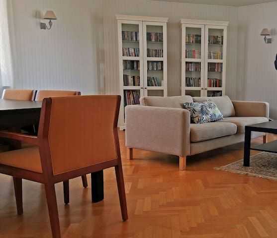 Spacious and bright private room at 15min centre
