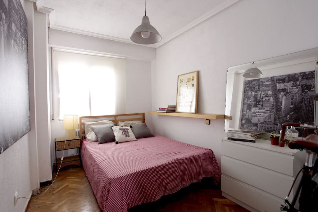 First room available with a double bed with a fan no AC. Habitación principal disponible con ventilador, sin AC.
