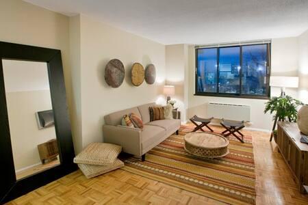 Roosevelt Island luxury apartment main bedroom - New York - Lejlighed