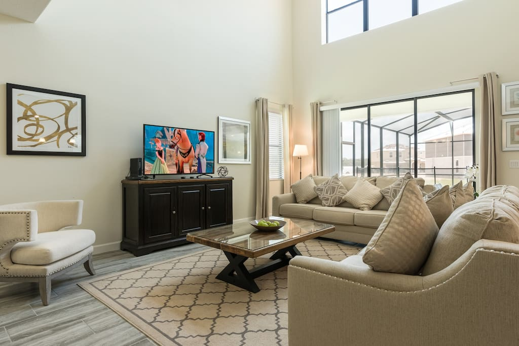 """Huge open living area with 60"""" Cable TV, Netflix, Bluray"""