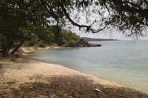 Une des plages secrètes de Rawaï