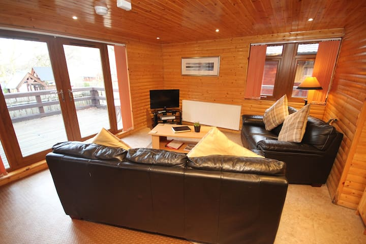 Loch Lomond Hot Tub Lodge - 380422 - Ardlui - Srub
