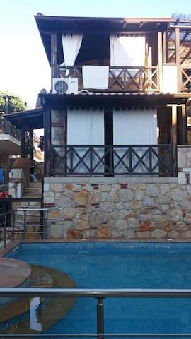 Dora Summer House