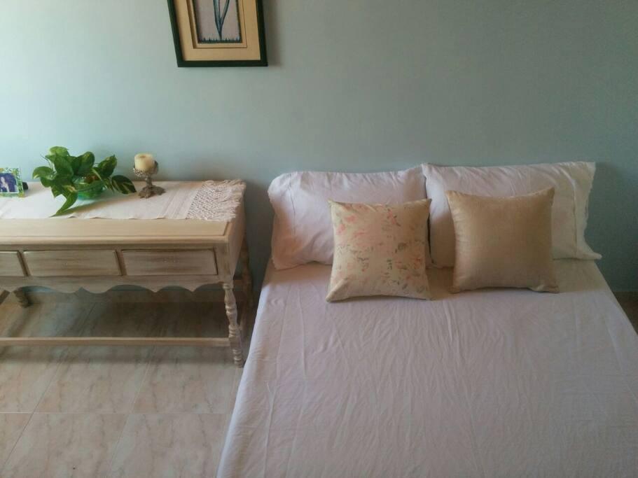 Habitación 2: cama doble.