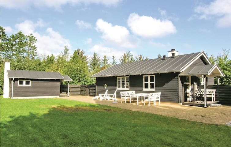 Holiday cottage with 2 bedrooms on 70m² in Vesløs