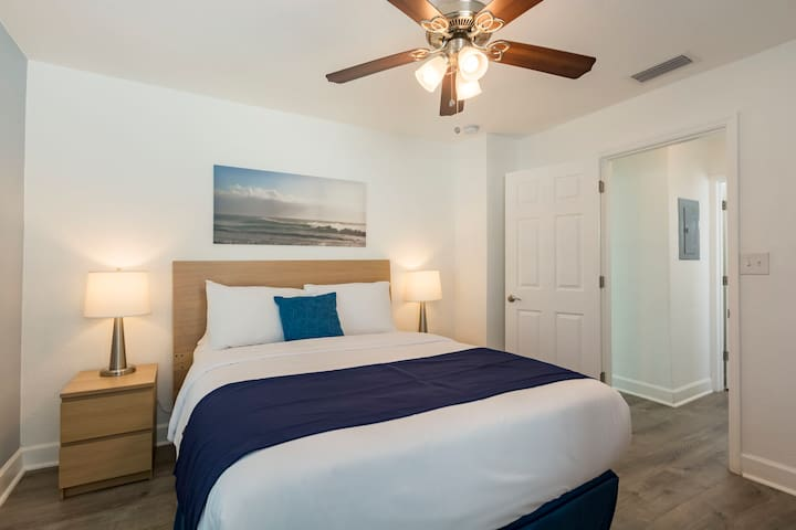Cozy Beach Apartment Minutes to the Beach Apt#1