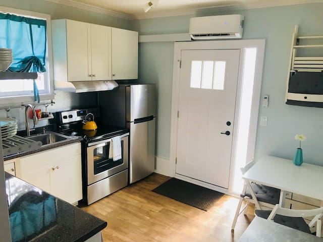 Modern Apartment 1.5 Miles from Downtown Franklin