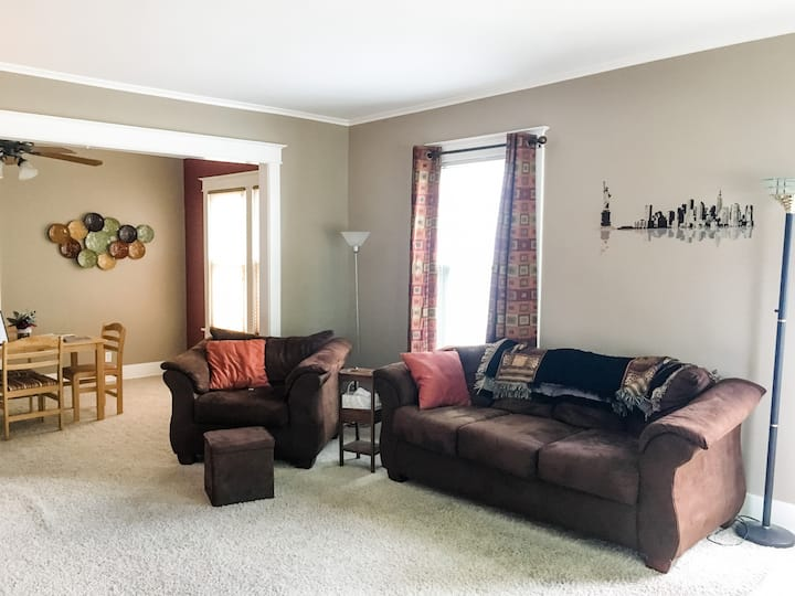 Cozy Home Near U of I Campus & Downtown Champaign