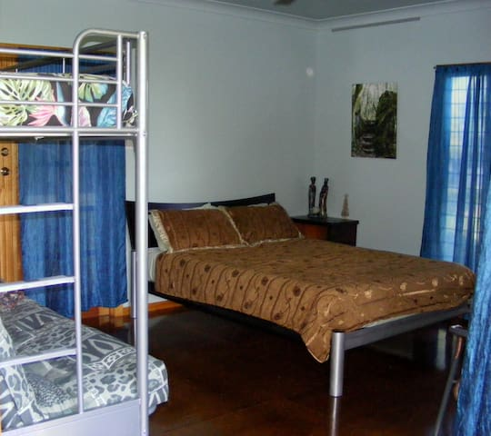 Blue Room accommodates more family. 4 adults or 2 adults three children