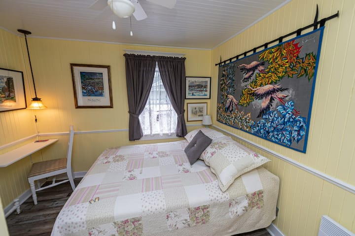 Room with a double bed, breakfast included!