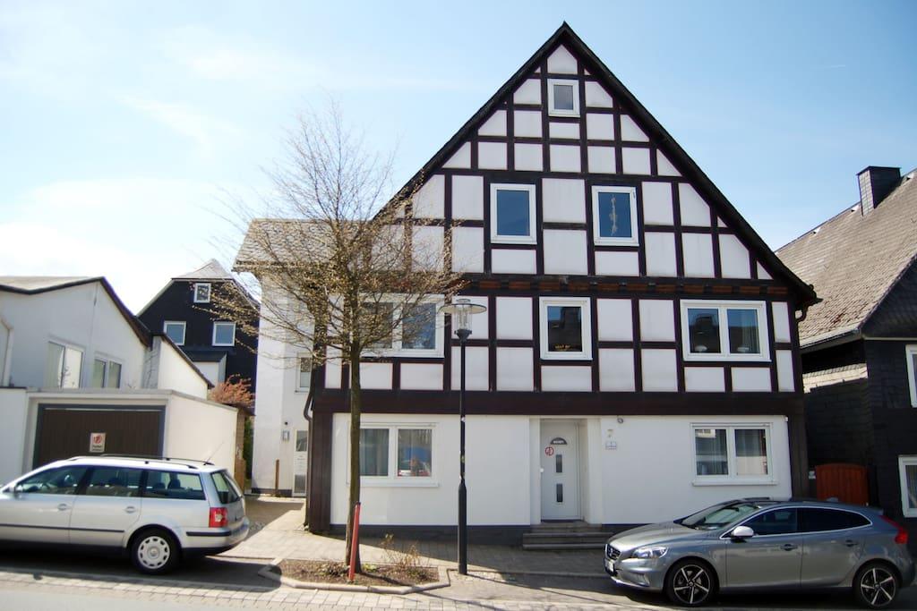 Haus Marktstrasse, Marktstrasse 7, 59955 Winterberg. Appartement 6 op de bovenste etage aan de voorzijde.