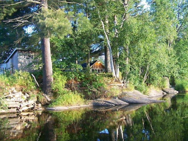 Maison sur le bord de la rivière du Loup
