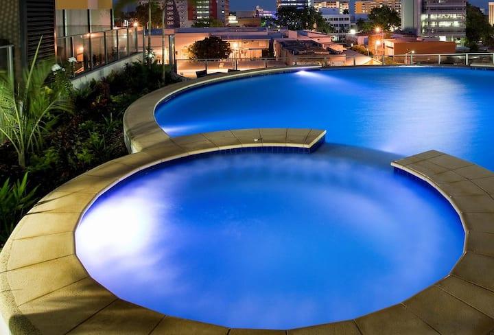 Amazing Views 3 bdrm,3 bathCity PENTHOUSE,Pool,Gym