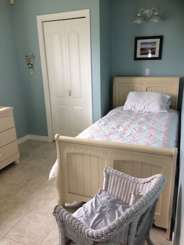 Third bedroom with single bed.