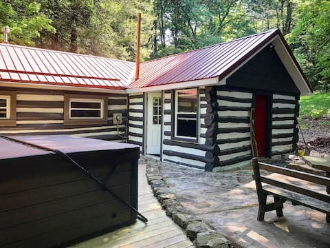 Analog Cabin - Cozy retreat.  15 min from DCL